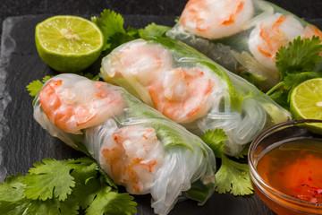 ベトナム風生春巻き  Salad spring roll of Asian wind prawns