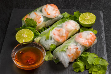 ベトナム風生春巻き  Salad spring roll of Asian wind prawns