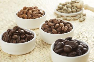 いろいろな種類のコーヒー豆