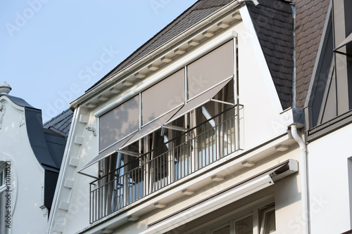 sonnenschutz im dachgeschoss stockfotos und lizenzfreie bilder auf bild 110110521. Black Bedroom Furniture Sets. Home Design Ideas
