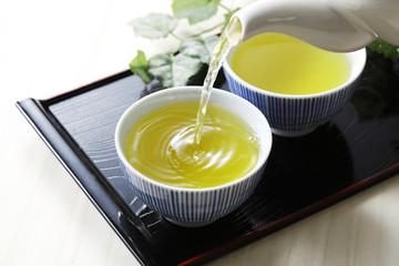 緑茶 Cold green tea