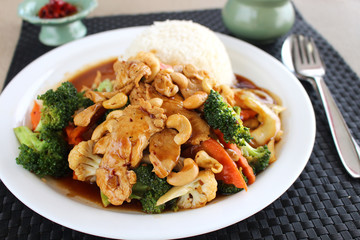 Thai Stir Fry Chicken with Cashew Nuts