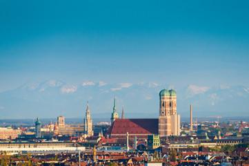Foto op Plexiglas Panoramafoto s München Frauenkirche und Alpenpanorama
