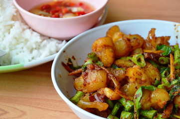 spicy stir fried pork tendon with herb and plain rice