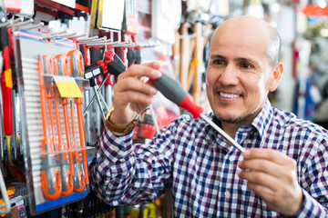Customer buying working tools