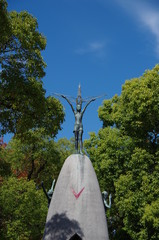 原爆の子の像(縦)