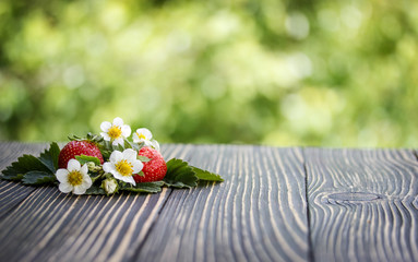 Fototapete - strawberries on a wooden table outdoors