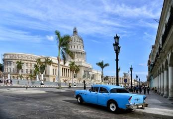 Poster de jardin Havana Vintage cars near the Capitol, Havana. Cuba.