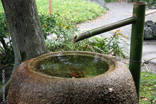 Fontaine Traditionnelle En Pierre Et Bambou D Un Jardin Zen