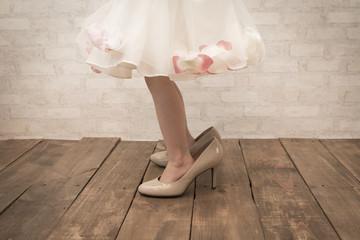 大き過ぎる靴を履いた女の子