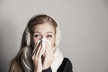 Erkältung im Winter mit Schnupfen