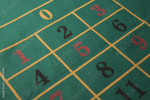 Tavolo verde da gioco con numeri gioco della roulette immagini e fotografie royalty free su - Il tavolo della roulette ...
