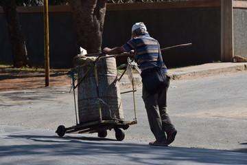 Straßenkehrer auf Kuba