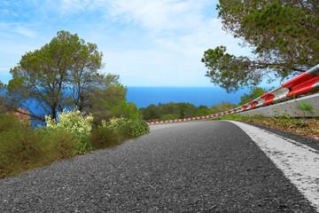 gefährliche Landstraße Kurve auf Ibiza