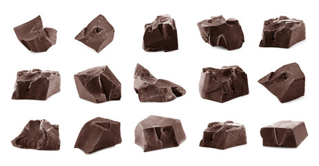 Fototapete - Chocolate pieces isolated on white