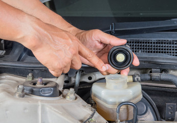 Check brake fluid inlet,Car maintenance,Check  car yourself,Chec