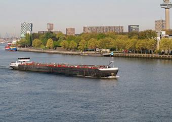 Binnenschifffahrt Tankschiff in Rotterdam