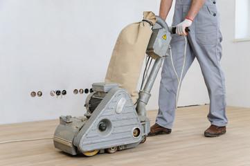 Obraz Worker polishing  parquet. - fototapety do salonu