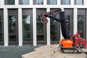 Maschine zum verlegen von Pflastersteinen Arbeit