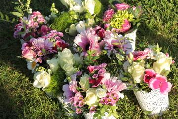Bunte Blumengestecke