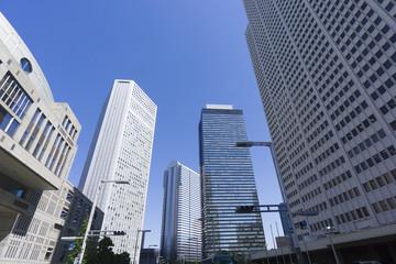 新宿高層ビル街 東京都庁前から望むビル群 快晴 青空 住友 三井ビル