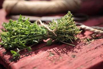 Gartenkräuter gebunden