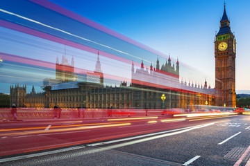 Foto op Aluminium Londen rode bus London scenery at Westminter bridge with Big Ben and blurred red