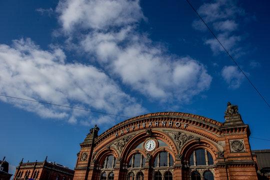 Bremer Bahnhof im Sonnenschein