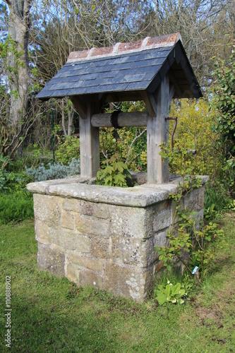 Puits dans un jardin stock photo and royalty free images for Creuser un puit dans son jardin