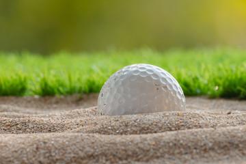 Poster Golf Golf ball in sand bunker