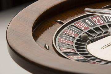 Dettaglio di roulette da gioco in controluce