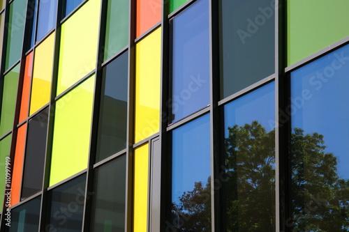 Glasfassade bunt  bunte Glasfassade