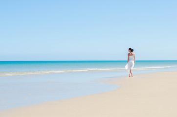 Frau am Strand - Fuerteventura