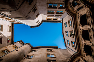 Cours d'immeubles dans le quartier Saint-Jean du Vieux Lyon