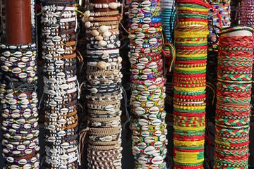 Bracelets fantaisie au marché