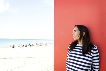 Pullover,Entspannung,lächeln,entspannt,Freude,Zufriedenheit,rot