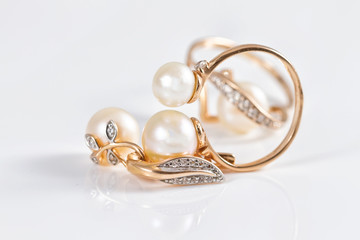 Elegant gold rings and gold earrings with pearls
