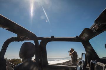 Tourist,Auto,Geländewagen,Kamera,fotografieren,reisen,Urlaub
