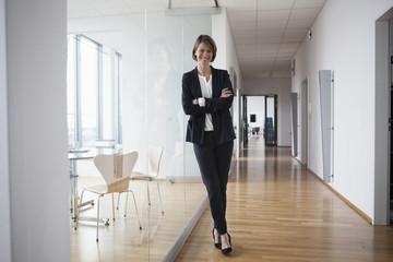 Korridor,Spiegelung,Flur,stehen,Zuversicht,Portrait,Business