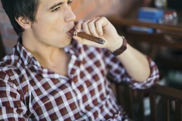 Zigarre,Entspannung,rauchen,entspannt,genießen,Freizeit,Wohlstand