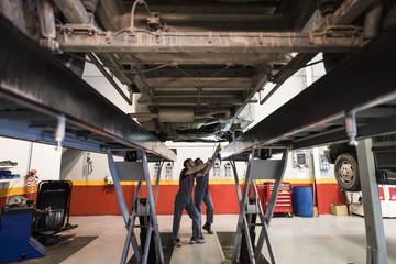 Autowerkstatt,Kfz-Werkstatt,Reparatur,arbeiten,Können,Kompetenz,Auto