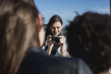 Freundinnen,Gemeinsamkeit,Freizeit,fotografieren,Fotoapparat,Hobby,Kreativität