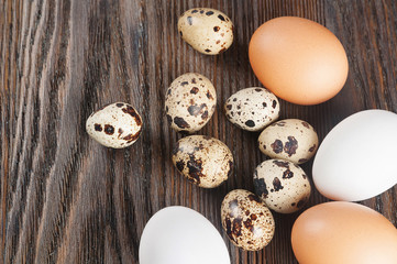 White and brown chicken eggs.