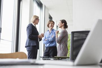 besprechen,Gemeinsam,sprechen,Fenster,hören,Zusammenarbeit,stehen