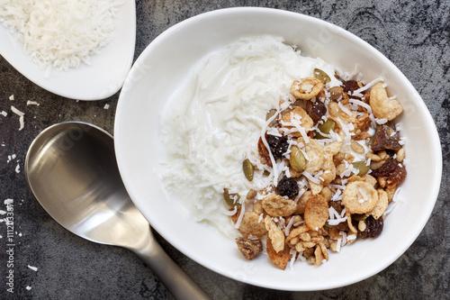 granola muesli yoghurt