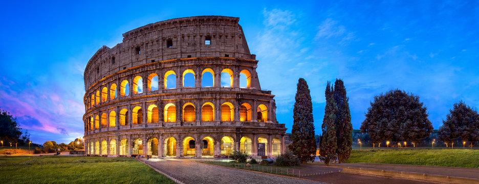 Kolosseum in Rom Panorama bei Nacht