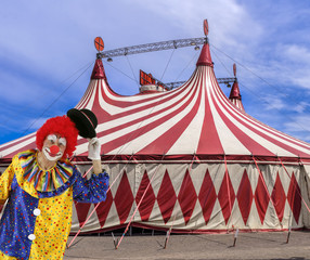Zirkuszelt mit Clown