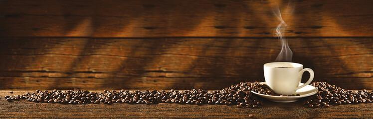 Filiżanka i ziarna kawy