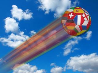 Fliegender Fußball in europäischen Landesfarben