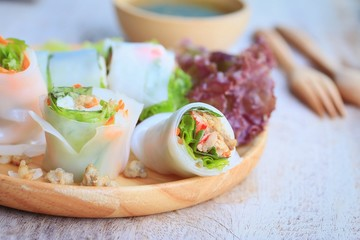 noodle roll with vegetable